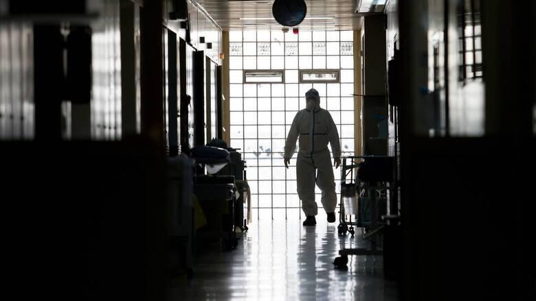 Επιφυλακή για τον κορωνοϊό: Προβληματισμός για την αύξηση στον αριθμό των νοσηλευόμενων