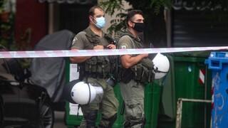 Θεσσαλονίκη: Αντιεξουσιαστές έξω από την κατάληψη που εκκενώθηκε