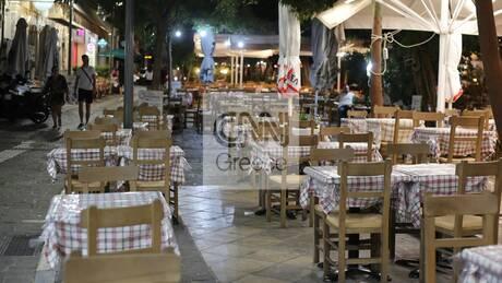 Μάζεψαν τραπέζια, έδιωξαν πελάτες: Άδεια πόλη η Αθήνα μετά τα μεσάνυχτα