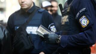 Κορωνοϊός - Αθήνα: Σε καραντίνα 14 αστυνομικοί μετά τη σύλληψη άνδρα θετικού στον ιό