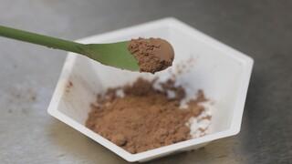 Ένα ιδανικό «καιρικό φαινόμενο» στην Ελβετία: Πόλη καλύφθηκε από νιφάδες... σοκολάτας