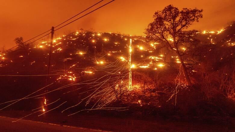 Σε κατάσταση έκτακτης ανάγκης η Καλιφόρνια: Δεκάδες φωτιές και σπίτια χωρίς ρεύμα