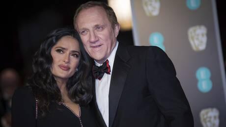 Η Σάλμα Χάγιεκ στην Πάρο - Το φιλί με το σύζυγό της πίσω από τις μάσκες (pics)