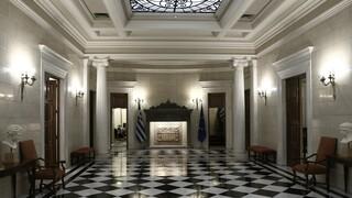 Κυβερνητικές πηγές σε ΣΥΡΙΖΑ: «Ψεκασμένες» θεωρίες συνωμοσίας η δήθεν απόκρυψη κρουσμάτων