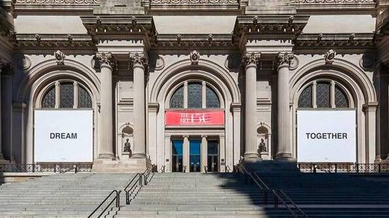 «Dream Together»: Ένα πανό της Γιόκο Όνο καλωσορίζει και πάλι τους επισκέπτες στο Met