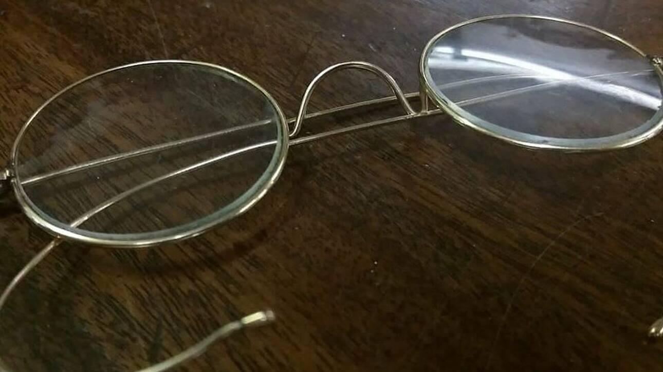 Βρετανία: Γυαλιά του Γκάντι πωλήθηκαν για πάνω από 280.000 ευρώ