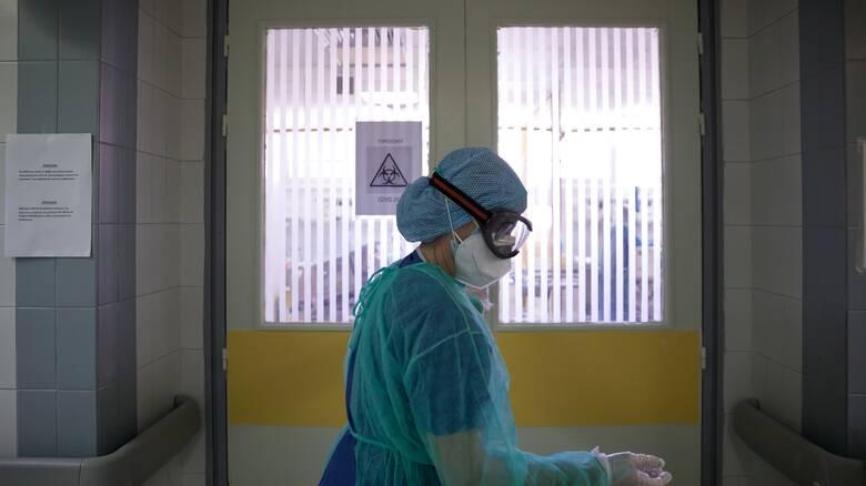 Κορωνοϊός: Αυξάνονται οι νεκροί -  Κατέληξε 71χρονη