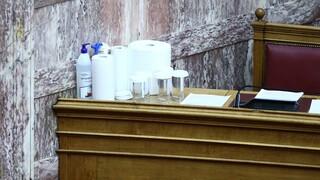 Επανέρχονται τα αυξημένα μέτρα προστασίας στη Βουλή λόγω κορωνοϊού