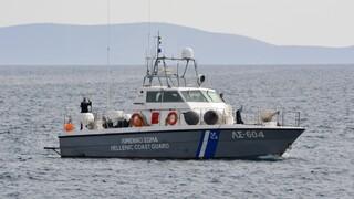 Eπιχείρηση του Λιμενικού για τη διάσωση μεταναστών στη Χάλκη