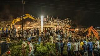 Ινδία: Τετράχρονος ανασύρθηκε ζωντανός από τα ερείπια του κτηρίου στη Μαχάντ