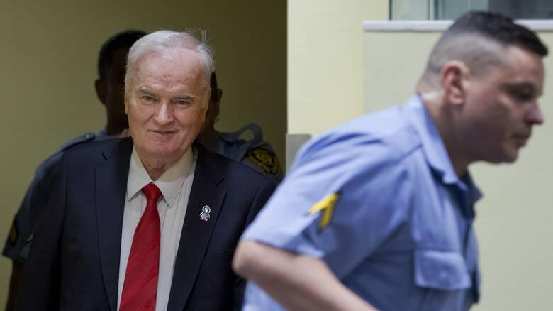 Ολλανδία: Οι εισαγγελείς ζητούν την διατήρηση της ποινής των ισοβίων για τον Μλάντιτς