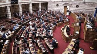 Βουλή: Σύγκρουση στη συζήτηση για την ΑΟΖ, συμφωνία για τα 12 μίλια στο Ιόνιο