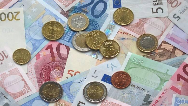 Άλμα των καταθέσεων του ιδιωτικού τομέα κατά 3,3 δισ. ευρώ τον Ιούλιο - Νέα δάνεια 1,140 δισ. ευρώ
