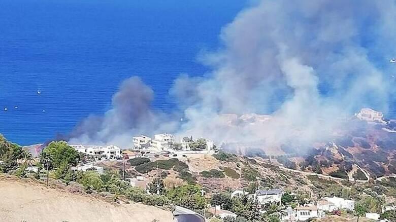 Αγία Πελαγία Ηρακλείου: Σε ύφεση η φωτιά - Βοήθεια και από το Λιμενικό