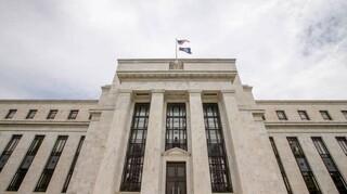 Ελαστικότερη εφεξής η Fed έναντι του πληθωρισμού για να τονωθεί η απασχόληση