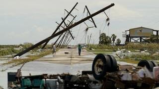 ΗΠΑ: Νεκροί και εκτεταμένες καταστροφές λόγω του τυφώνα Λάουρα