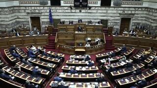 Αρνητικά στο νέο κορωνοϊό τα πρώτα τεστ που έγιναν στη Βουλή