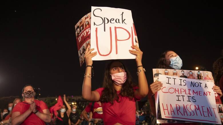 #ΜeToo: Ο ομαδικός βιασμός έφηβης έφερε καταιγισμό καταγγελιών για σεξουαλικές επιθέσεις