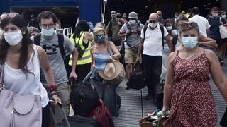 Κορωνοϊός: Σε συναγερμό παραμένει η Ελλάδα - Στο επίκεντρο αδειούχοι και νέοι