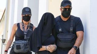 Εντοπίστηκαν ίχνη από βιτριόλι στην καμπαρντίνα της 35χρονης που επιτέθηκε στην Ιωάννα