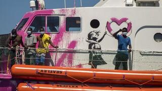 Ιταλία: Στην ξηρά μεταφέρθηκαν 49 μετανάστες που διέσωσε το «Louise Michel»