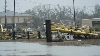 ΗΠΑ - Τυφώνας Λάουρα: Σαρώνει Λουιζιάνα και Τέξας με δεκάδες νεκρούς
