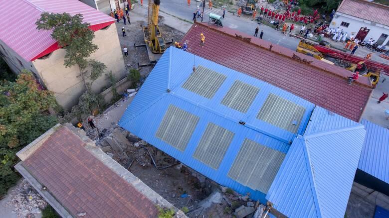 Τραγωδία στην Κίνα: Δεκάδες νεκροί από κατάρρευση διώροφου εστιατορίου