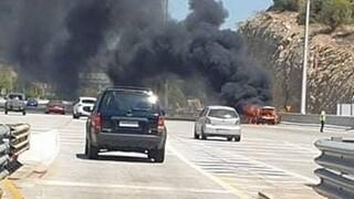 Στις φλόγες τυλίχθηκε αυτοκίνητο στην Αθηνών - Κορίνθου