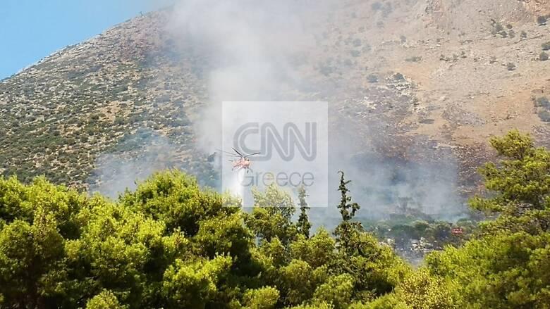 Σε εξέλιξη η φωτιά στις Μυκήνες - Παραμένουν ισχυρές δυνάμεις στο σημείο