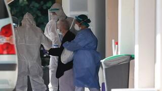 Κορωνοϊός: Θετική στον ιό υπάλληλος γηροκομείου στο Μοσχάτο με 67 διαμένοντες
