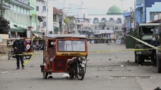 Φιλιππίνες: Ο Ντουτέρτε διαμηνύει καταδίωξεις για τις πολύνεκρες επιθέσεις βομβιστών-καμικάζι