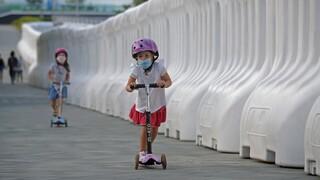 Νέα μελέτη: Ο κορωνοϊός μένει για εβδομάδες στο αναπνευστικό σύστημα των παιδιών