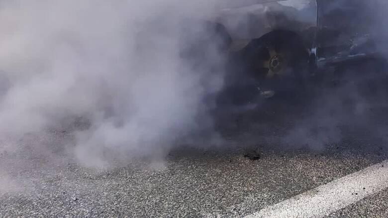 Φωτιά σε όχημα στην Εθνική Οδό - Ένας ελαφρά τραυματίας