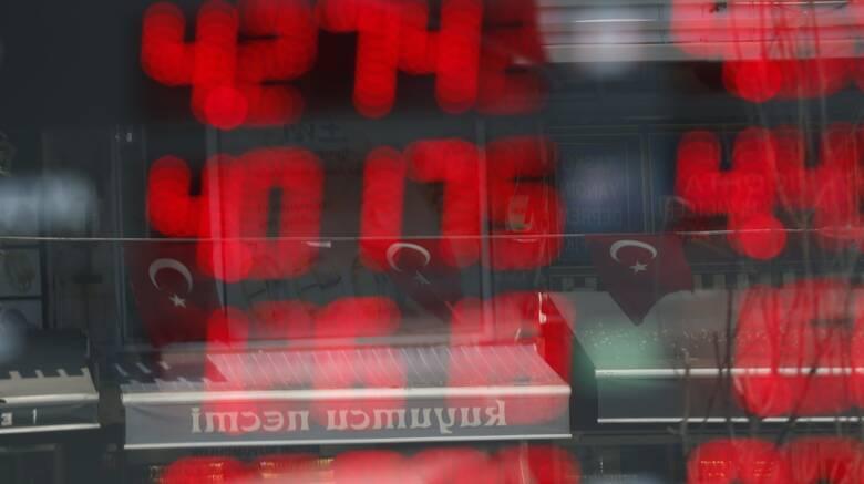 Εκρηκτικό το «κοκτέιλ» που απειλεί την τουρκική οικονομία – Στα ύψη ύφεση, πληθωρισμός, έλλειμμα