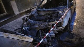 Νύχτα εμπρησμών στην Αττική: Έκαψαν έξι αυτοκίνητα και μια μοτοσικλέτα