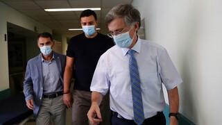 Επίσκεψη Κικίλια - Τσιόδρα στη νοσηλεύτρια που τραυματίστηκε στο «Αττικόν»