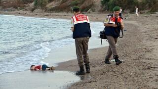 Πέντε χρόνια από τον πνιγμό του μικρού Αϊλάν Κούρντι