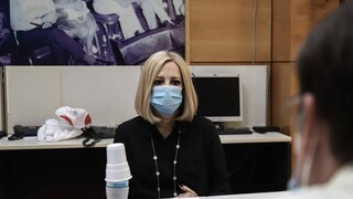 Τη Δευτέρα στη Βουλή η προ ημερησίας για την πανδημία που ζήτησε η Γεννηματά