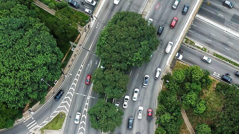 Πώς η άσφαλτος των δρόμων επιβαρύνει την ατμόσφαιρα