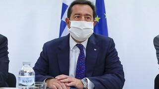 Μηταράκης: Προχωρούν οι κλειστές ελεγχόμενες δομές σε Μυτιλήνη και Χίο
