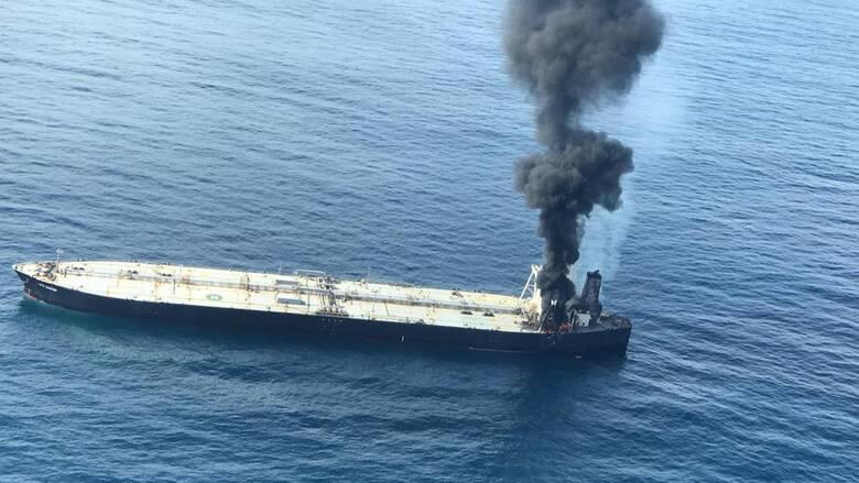 Μεγάλη φωτιά σε υπερδεξαμενόπλοιο στη Σρι Λάνκα - Πέντε Έλληνες στο πλήρωμα