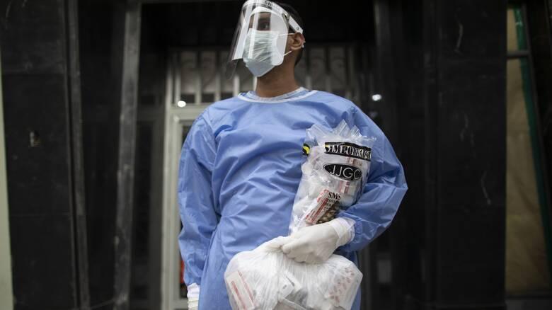 Θλιβερός απολογισμός: Νεκροί τουλάχιστον 7.000 επαγγελματίες της υγείας από τον κορωνοϊό