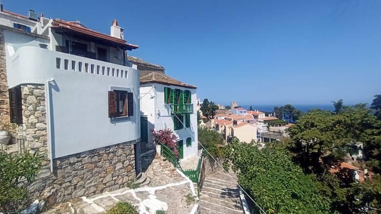 Παλιά Χώρα Αλοννήσου: Η πιο όμορφη Χώρα των Σποράδων