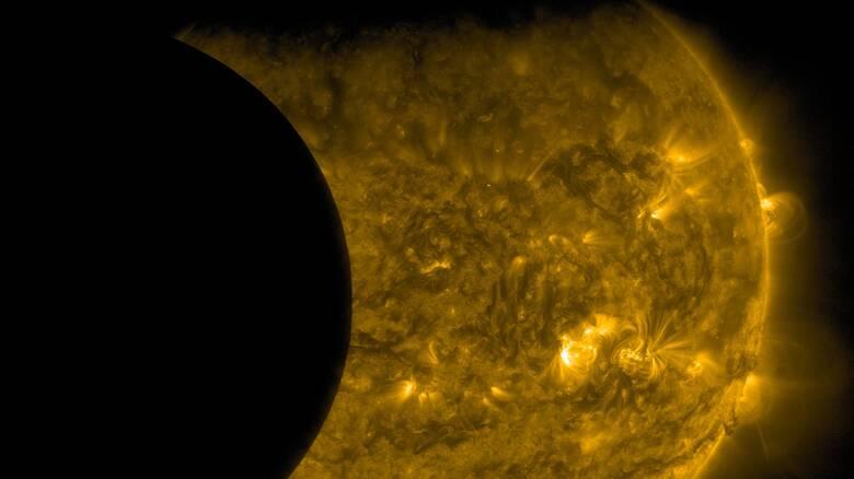 Απρόσμενο εύρημα: Η Γη κάνει το φεγγάρι να… σκουριάζει