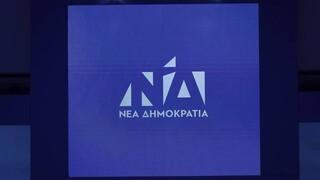 ΝΔ: Ο Τσίπρας μιλάει για έλεγχο των «αρμών της εξουσίας» και χειροκροτάει ο Παππάς