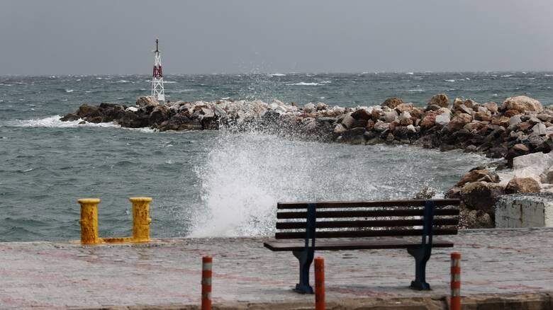 Καιρός: Λίγες νεφώσεις και βοριάδες στο Αιγαίο τη Δευτέρα