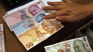 Καταβαράθρωση για την τουρκική λίρα – Νέα ιστορικά χαμηλά