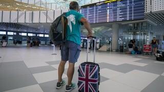 Κορωνοϊός – Βρετανία: Καραντίνα σε ταξιδιώτες από επτά ελληνικά νησιά