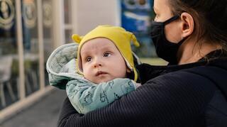 Τι δικαιούνται οι εργαζόμενοι γονείς εάν το παιδί τους νοσήσει από κορωνοϊό