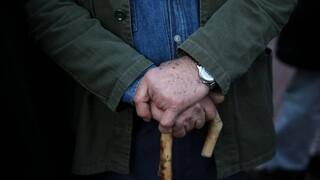 Μπαράζ προσφυγών από τους παλιούς συνταξιούχους για τα «κουρεμένα» αναδρομικά